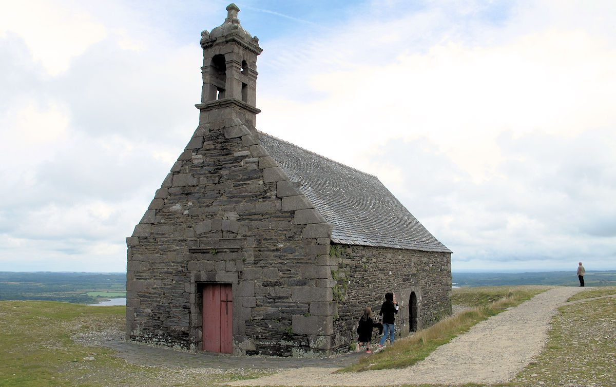 Het kapelletje bovenop de berg met rondom uitzicht.