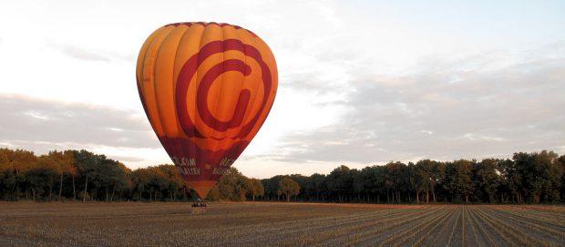 Op slechts een 200m van onze overnachtingsplek landt een ballon...