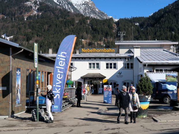 De Nebelhornbahn brengt je met gondels, in drie etappes, naar de top van de berg op 1932 meter boven zeeniveau.