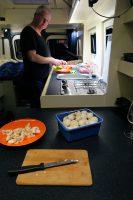 Teamwork in onze ruime keuken!