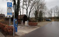 De camperplaats in Dinkelbühl, met alle voorzieningen. Even later zouden er nog 2 campers bij komen.