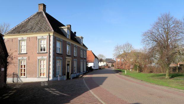 Het dorpje Maasbommel.