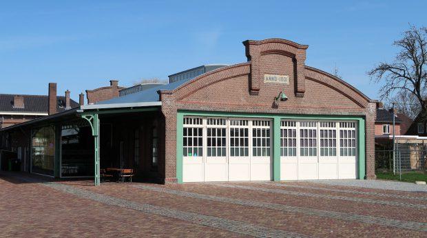 De fraai gerestaureerde tramremise uit 1901 in Druten, in gebruik geweest tot 1934. Hier vonden we een geocache.