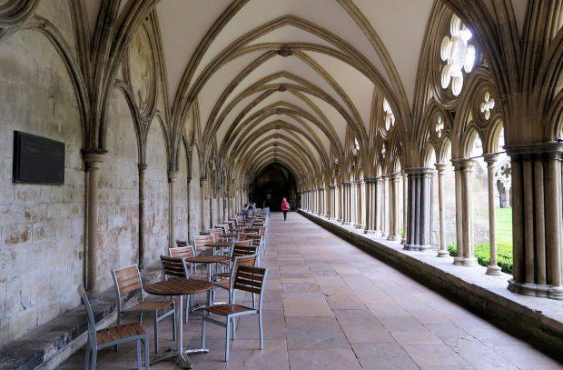 Kloostergangen naast de kathedraal.