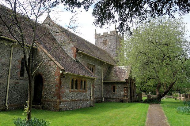 Veel eeuwenoude, kleine kerkjes.