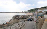 De zee-zijde van Lyme Regis. We hebben de geocache gevonden!