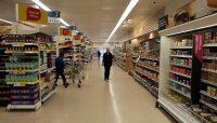 In de Tesco, een bekende Engelse supermarktketen.
