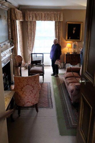 "Femma in de zitkamer, de ""drawing room""."
