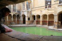 Het kleinere bad waar het warme water (46 gr.) uit de ondergrond naar boven komt: ruim 1,1 miljoen liter per dag.