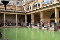 Een bad, oorspronkelijk aangelgd door de Romeinen vanaf de jaren 60-70 vóór onze jaartelling!