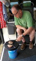 Met zo'n grote schuifdeur en luifel kun je ook gewoon binnen barbecuen! ;-)