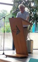 Collega aardrijkskunde Jeep Kuipers tijdens zijn toespraakje.