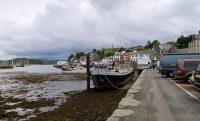 De haven in het stadje Tarbert.