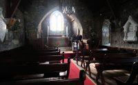 Het interieur van het oude kerkje.