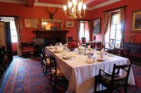 De eetkamer van Braemar Castle.