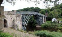 De Iron Bridge, de oudste ijzeren brug ter wereld.