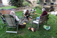 Eerst barbecuen, daarna kampvuurtje stoken. Het hout ligt al klaar!