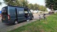 Onderweg naar Rech, pauze op P-plaats de Wuust bij Venray. Met 146km precies op de helft.