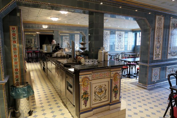 De bar van Café Dresdner Milchladen.