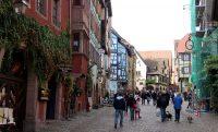 De hoofdstraat van Riquewihr.