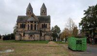 Ook de Sint-Lambertuskerk van Immerath, een beschermd monument, wacht de slopershamer...