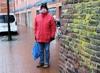 Bij een stukje van de oude stadsmuur in Goch.