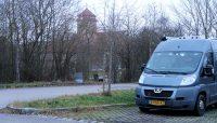Camperplaats net buiten het centrum van Rothenburg ob der Tauber. Stadsmuren op de achtergrond.