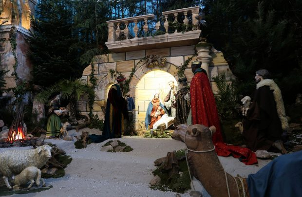 Levensgrote kerststal in de Dom van Fulda.
