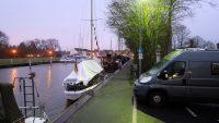 """Op de kade """"Am Alten Hafen"""" in Weener."""