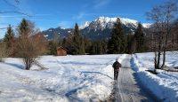 Wandelen, de berg weer af, terug naar Oberstdorf onderin het dal.