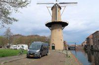 Bij de molen de Kameel aan het Doeleplein, centrum van Schiedam.