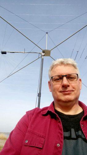 Joeri PE5JW mét zijn antenne.