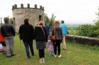 Een korte introductie over het kasteel en de wijngaarden.