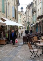 Levendige straatjes in Uzès.