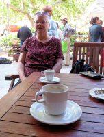 Aan de koffie op de markt.