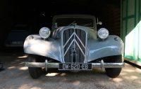Een hele oude Citroën, misschien wel net zo oud (of ouder) dan ik!