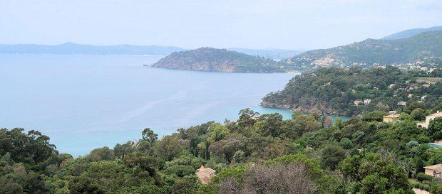 een blik over zee vanaf de kustroute.