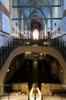 De bijzondere kerk met, duidelijk zichtbaar, twee verdiepingen!