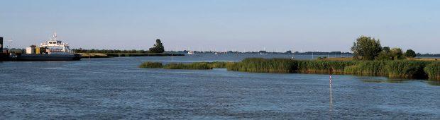 Ons uitzicht vanuit de camper. Die veerboot, die nemen we morgenochend.