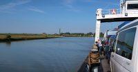 Op de veerboot over de Elbe. Toch nog een klein half uur varen.