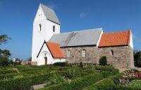 Dybe Kirke, een typisch Deens kerkje zoals je er hier veel ziet.
