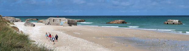 Dit strand ligt bezaaid met bunkers...