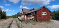 Het oude stationsgebouwtje van Moskenes. Nu een spoorwegmuseum(pje).