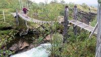 Hangbrug over een kleine maar wilde rivier!