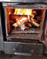 Het kacheltje in de sauna brandt al!