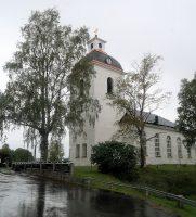 We doen een brunch bij dit aardige kerkje, maar buiten slaat de regen tegen de camper...