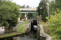 Aquaduct, treinviaduct en bovenop het verkeersviaduct.