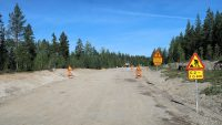 Vanaf 200m verderop is de weg opgebroken. Dat eindigt 10km verderop...