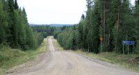 Zweedse binnenwegen, onverhard. En pakweg 40km lang kom je niemand tegen.