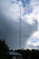 De belangrijkste van de 8 masten: 60m hoog met o.m. 2 x 3ele voor 40m en 3 x 6ele voor 20m.